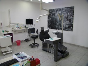 Salle de Soins d'Orthodontie. L'orthodontiste y reçoit les patients dans les meilleurs conditions de confort et d'efficacité